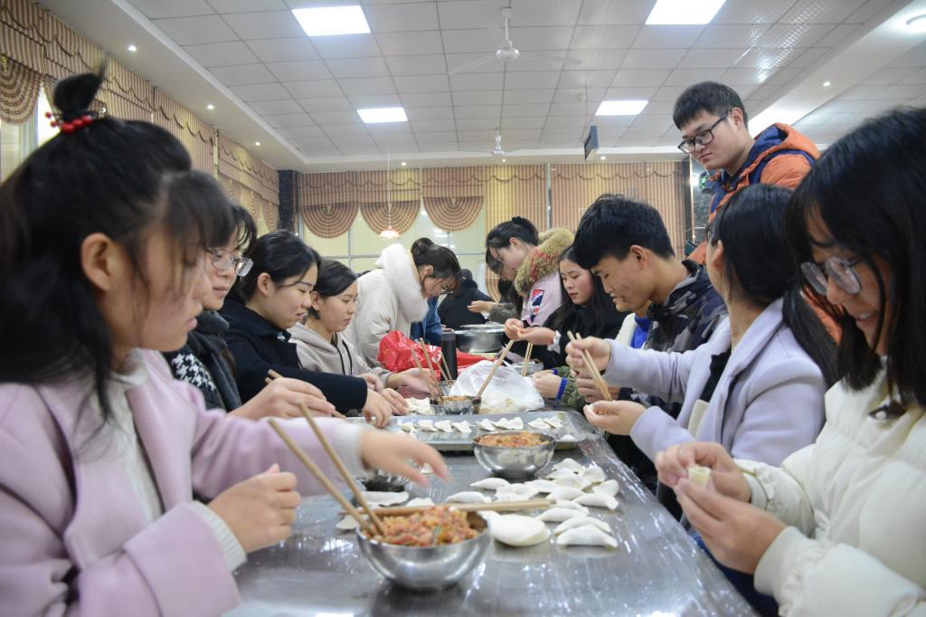 中科智能全体员工参与冬至包饺子活动